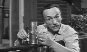 """Eduardo De Filippo in """"Questi fantasmi"""", scena del Caffè"""